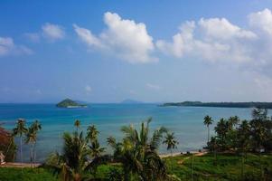 vista dall'alto della spiaggia tropicale