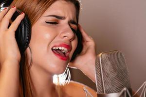 Cantando una canzone foto