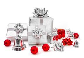 regali di celebrazione su priorità bassa bianca foto