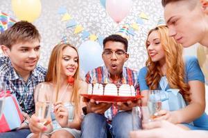 felice celebrazione di un compleanno