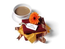tè e regalo per la festa della mamma foto