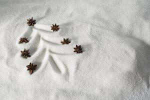 albero di natale disegnato nella neve