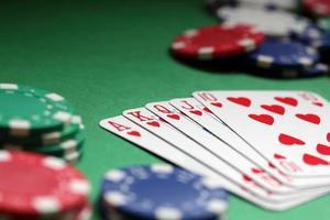 mano di poker scala reale foto