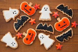 disegno di Halloween che è decorato con un biscotto fatto a mano
