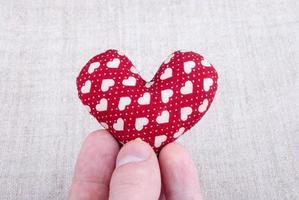 cuore su legno foto