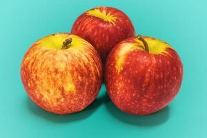 gruppo di mele rosse