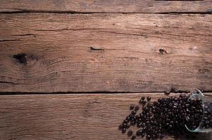 chicchi di caffè sulla scrivania, vista dall'alto