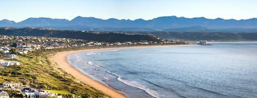 vista panoramica della spiaggia di robberg, baia di plettenberg, sud africa foto