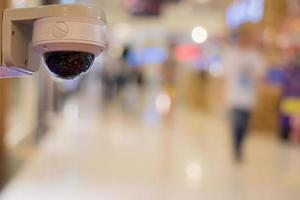 telecamera di sicurezza in uno spazio pubblico foto
