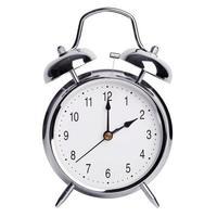 due ore su una sveglia rotonda