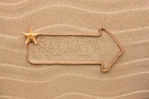 freccia fatta di corda con la parola pattaya