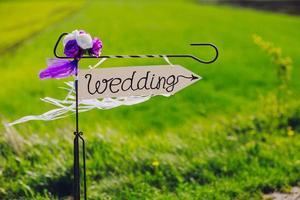 freccia con etichetta matrimonio foto