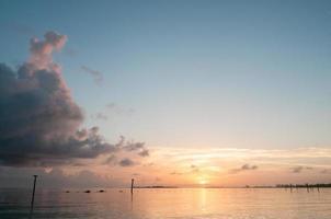 alba sull'acqua