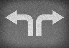 trama di strada asfaltata con due frecce