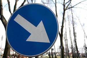 cartello stradale dritto. foto