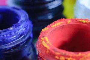 colore dell'acqua e vecchia bottiglia