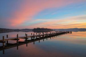 alba colorata sul lago wörthsee