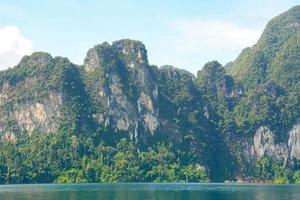 cheow lan lago, khao sok national park, thailand foto