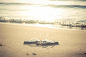 pantofola in spiaggia la mattina