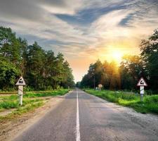 segni sulla strada foto