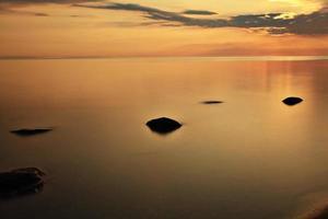 tramonto sul lago offuscata acqua foto