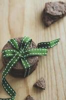 biscotti con nastro verde foto