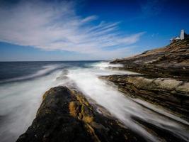 paesaggio costiero a lunga esposizione foto