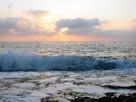 vista sul mare di sera foto