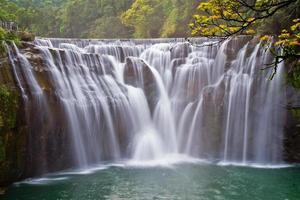 cascata shifen (nuova città di taipei, taiwan)
