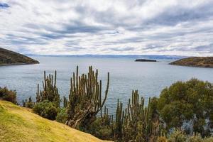 panorama sull'isola del sole, lago titicaca, bolivia