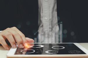 grafici grafici di affari su un tablet