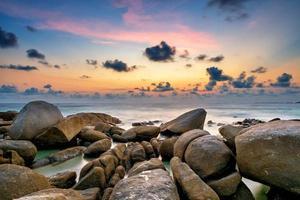lunga esposizione del tramonto al mare