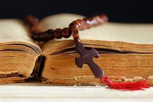 libro e la croce