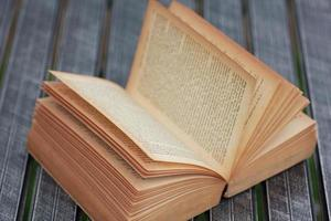 Archivio fotografico - libri sul tavolo foto