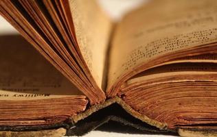 vecchio libro aperto