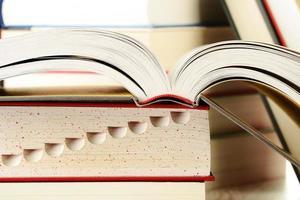 libri sul tavolo foto