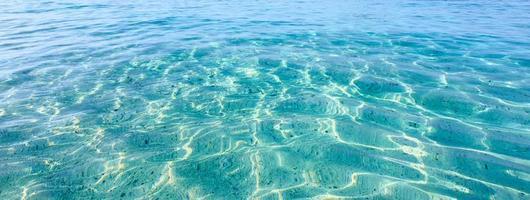 mare cristallino dell'isola tropicale