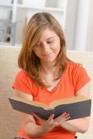libro di lettura della donna