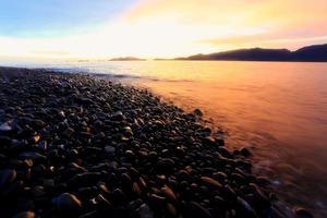 crepuscolo: un'isola di rocce levigate