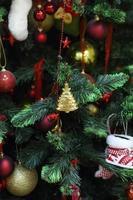 bellissimo albero di Natale decorato