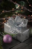 decorazioni natalizie sul tavolo vintege foto