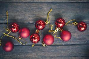 decorazioni natalizie vintage sullo sfondo di legno