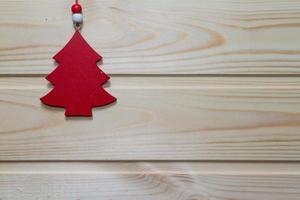fondo di legno di Natale decorato con un giocattolo.