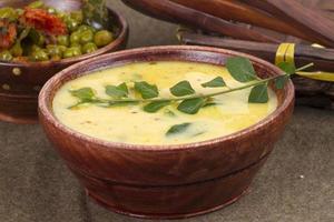 tradizionale pasto vegetariano al curry o kari foto
