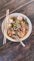 minestra di pasta tailandese