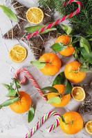 mandarini in decorazioni natalizie
