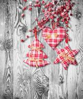 decorazioni natalizie tradizionali fatte a mano su legno