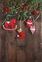 giocattoli fatti a mano in tessuto per decorazioni natalizie
