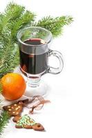 bicchiere di vin brulè rosso