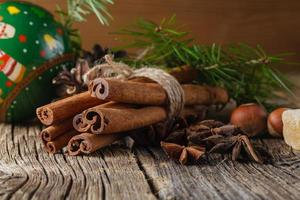 spezie natalizie, cannella, anice foto